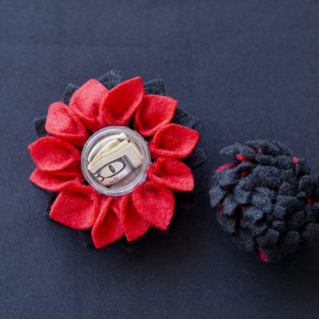 Black-red-stashbloom-open