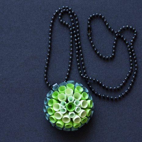Green-gradient-anemone-pendant-chain