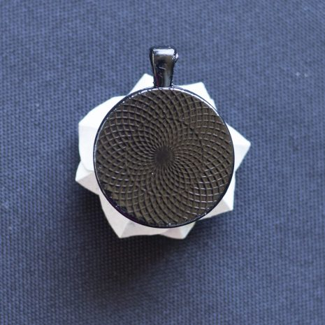 Grey-kirigami-rose-pendant-back