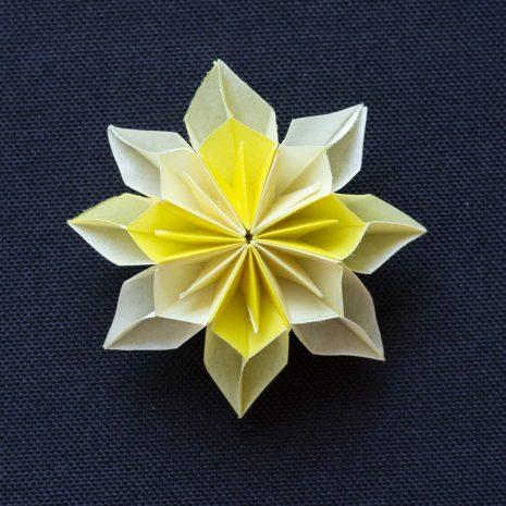 Light-bright-yellow-kirigami-pinwheel-pendant-front