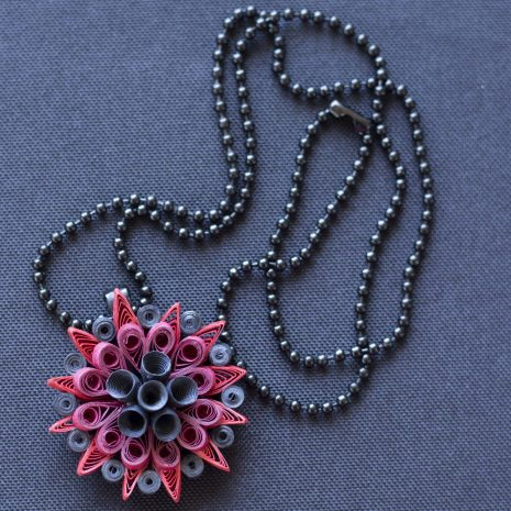 Red-black-quilled-mandala-pendant-chain
