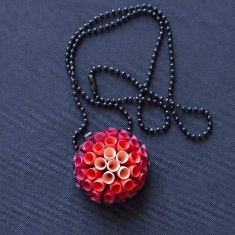 Red-gradient-anemone-pendant-chain